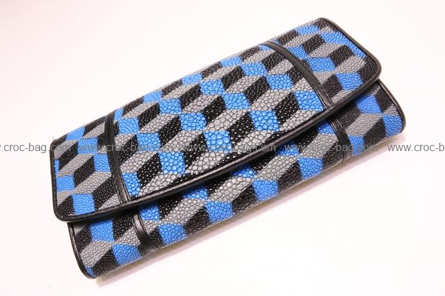 http://croc-bag.com/products/-2323